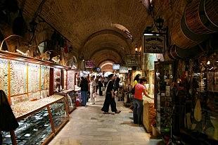 Bazaar in oude omgeving
