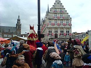Sint bij het stadhuis