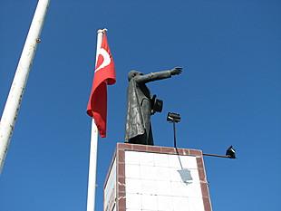 Standbeeld van Atatürk