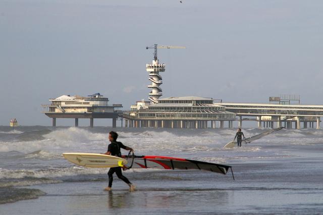 Pier en surfer