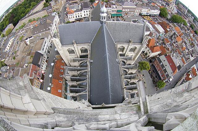 Het schip van de kerk, van boven gezien
