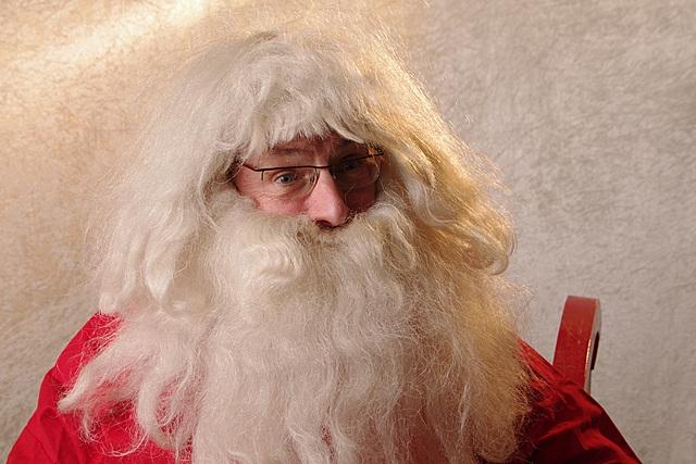 De Kerstman (met baard van zijn Sintervriend)