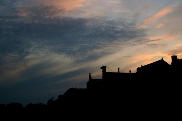 De avond valt in Leiden