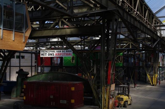 De fabriekshal, 2 stops onderbelicht
