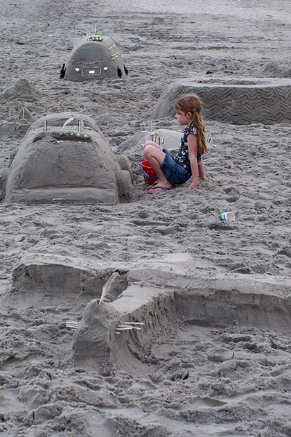 Meisje in het zand