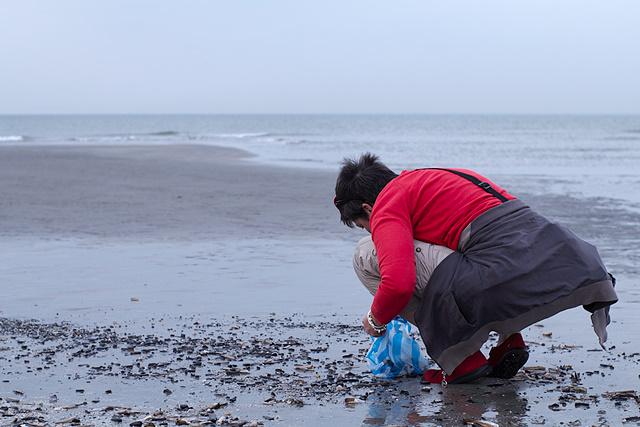 Jolande in haar element op het strand